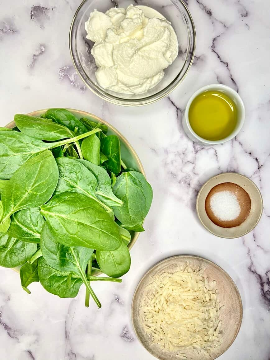 Homemade Spinach Ricotta Ravioli with Butter Sage Sauce - filling ingredients (Photo by Viana Boenzli)