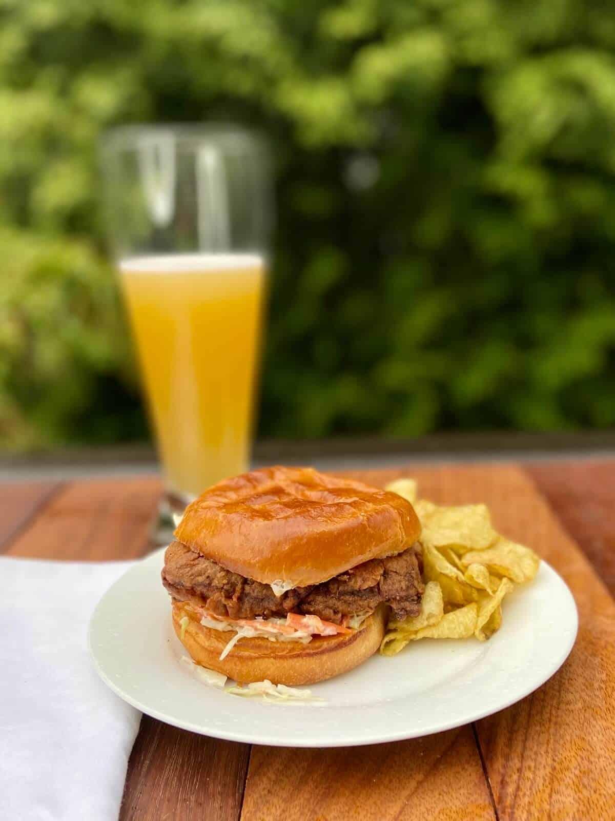 Crispy Chicken Burger (Photo by Erich Boenzli)